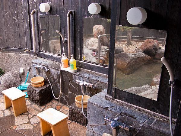 onsen-showers-386