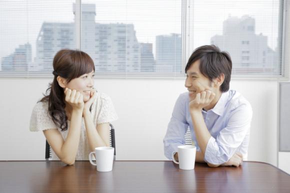 ย่านกินซ่า เปิดคาเฟ่นัดบอดให้หนุ่มสาวจิบกาแฟนั่งคุยกัน  สลับเปลี่ยนคู่กันไปเรื่อยๆ - JGBThai