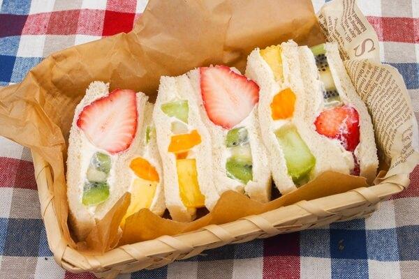 """อร่อยง่ายๆ กับ """"ฟุรุสึ ซันโด"""" แซนวิชไส้ครีมผลไม้ ของหวานแสนอร่อยสไตล์ญี่ปุ่น"""