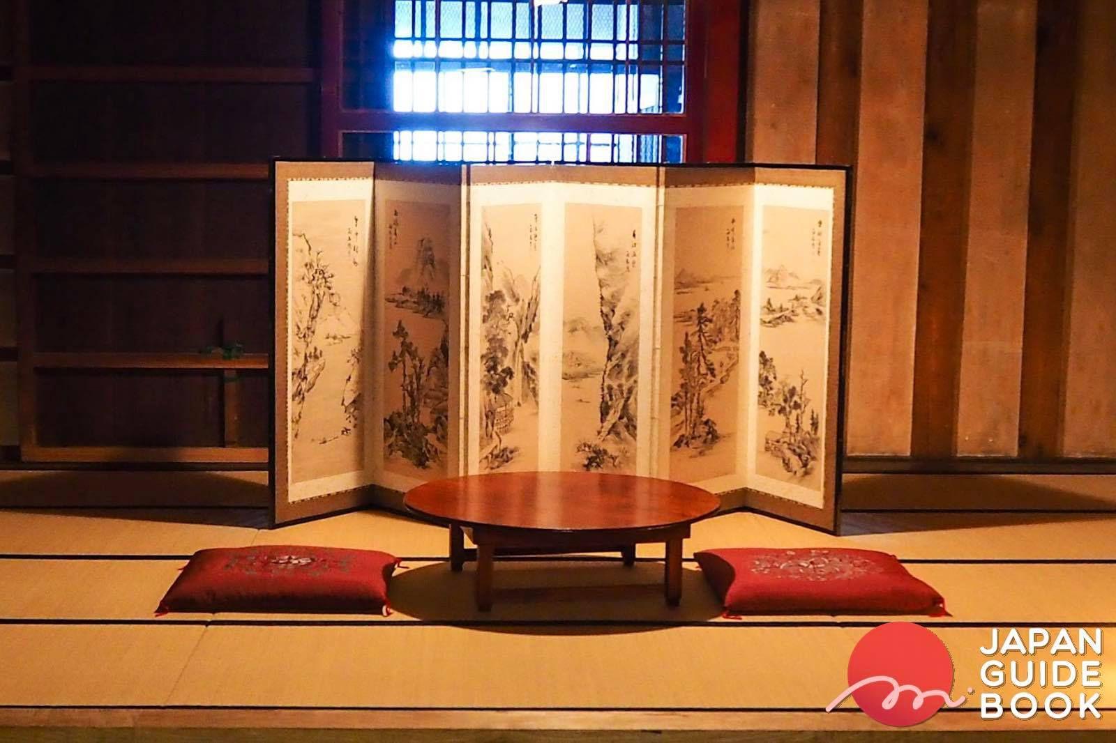 ภายในชั้นที่ 1 ของ Ushigura ภายใน Tasaburou house