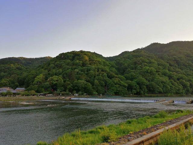 เมือง Arashiyamaเมืองระดับมรดกโลก ขุนเขาที่ล้อมรอบอาราชิยาม่าเอาไว้