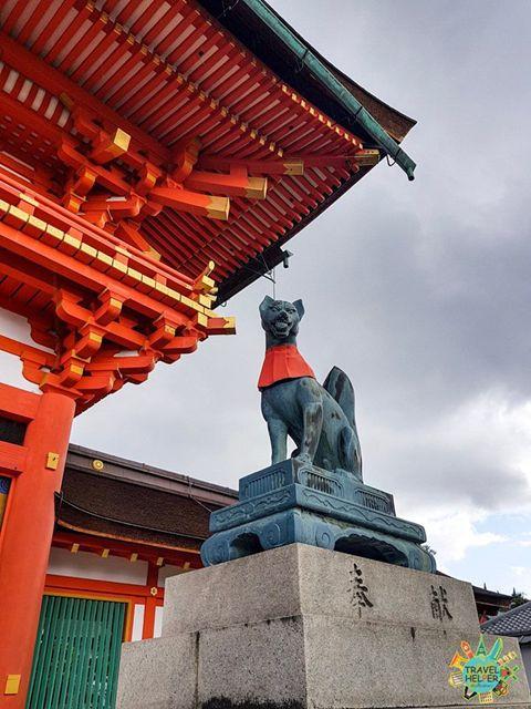 เสาสีเเดง ศาลเจ้าฟูชิมิอินาริ(Fushimi Inari Taisha)