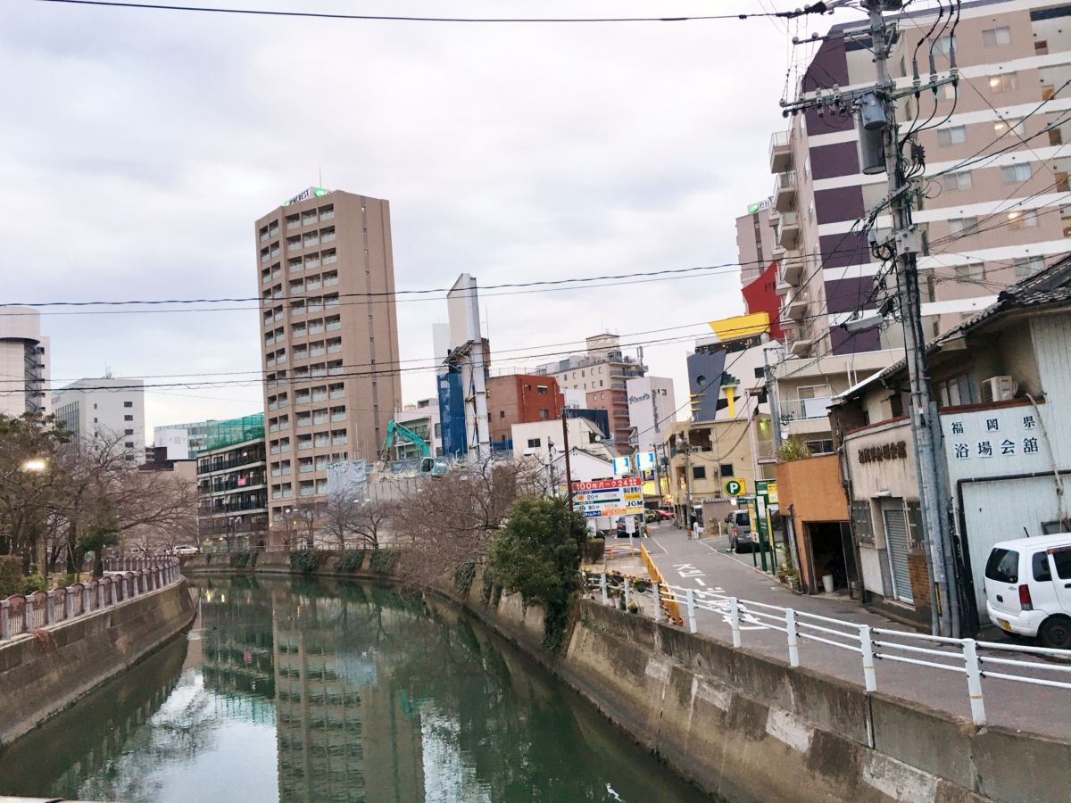 วิวแม่น้ำ Naka บนถนน Elle ใกล้จะถึงร้านยาสุเบะแล้ว แถบนี้มีร้านอิซากายะ (izakaya) เยอะมาก