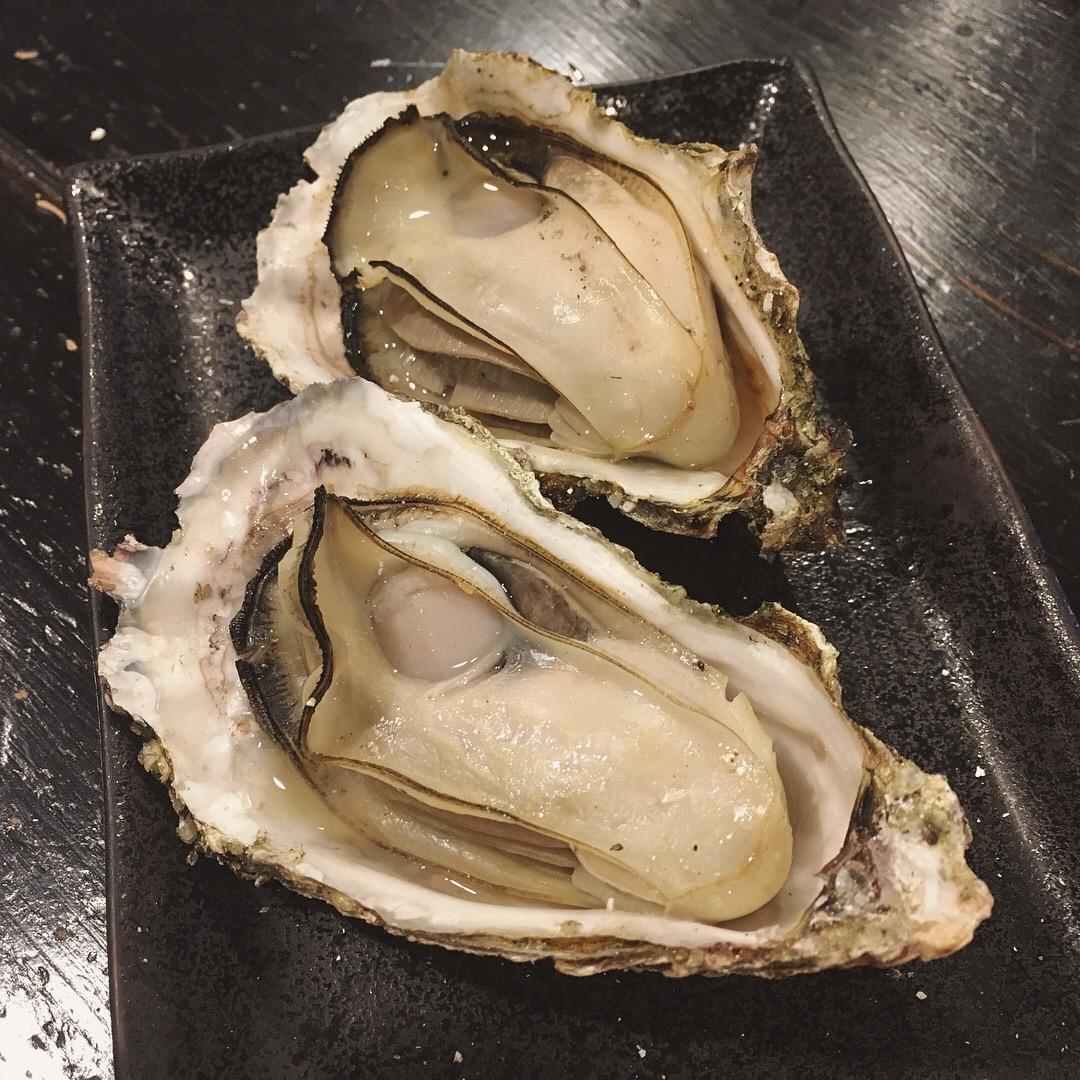 ร้าน Kakiya  บนเกาะมิยาจิมะ ร้านนี้ได้ลงมิชลินไกด์บุคในหมวดมิชลิน เพลท (Michelin Plate)