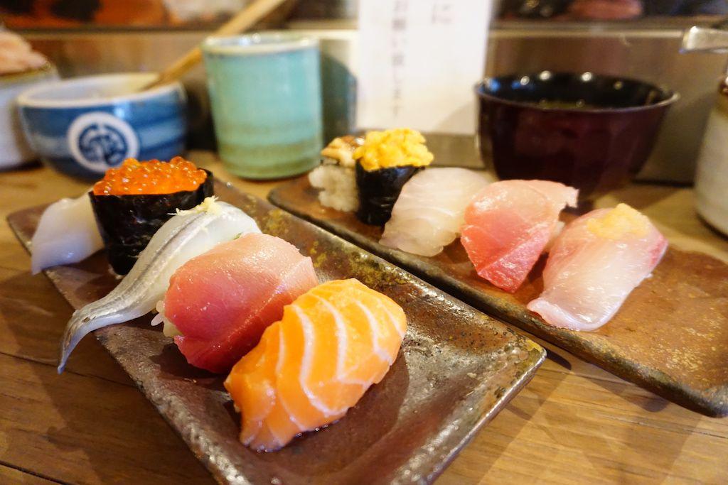 ร้านเอ็นโดซูชิ (Endo sushi) ถือเป็นร้านซูชิตำรับโอซาก้า ที่ตลาดปลาโอซาก้า
