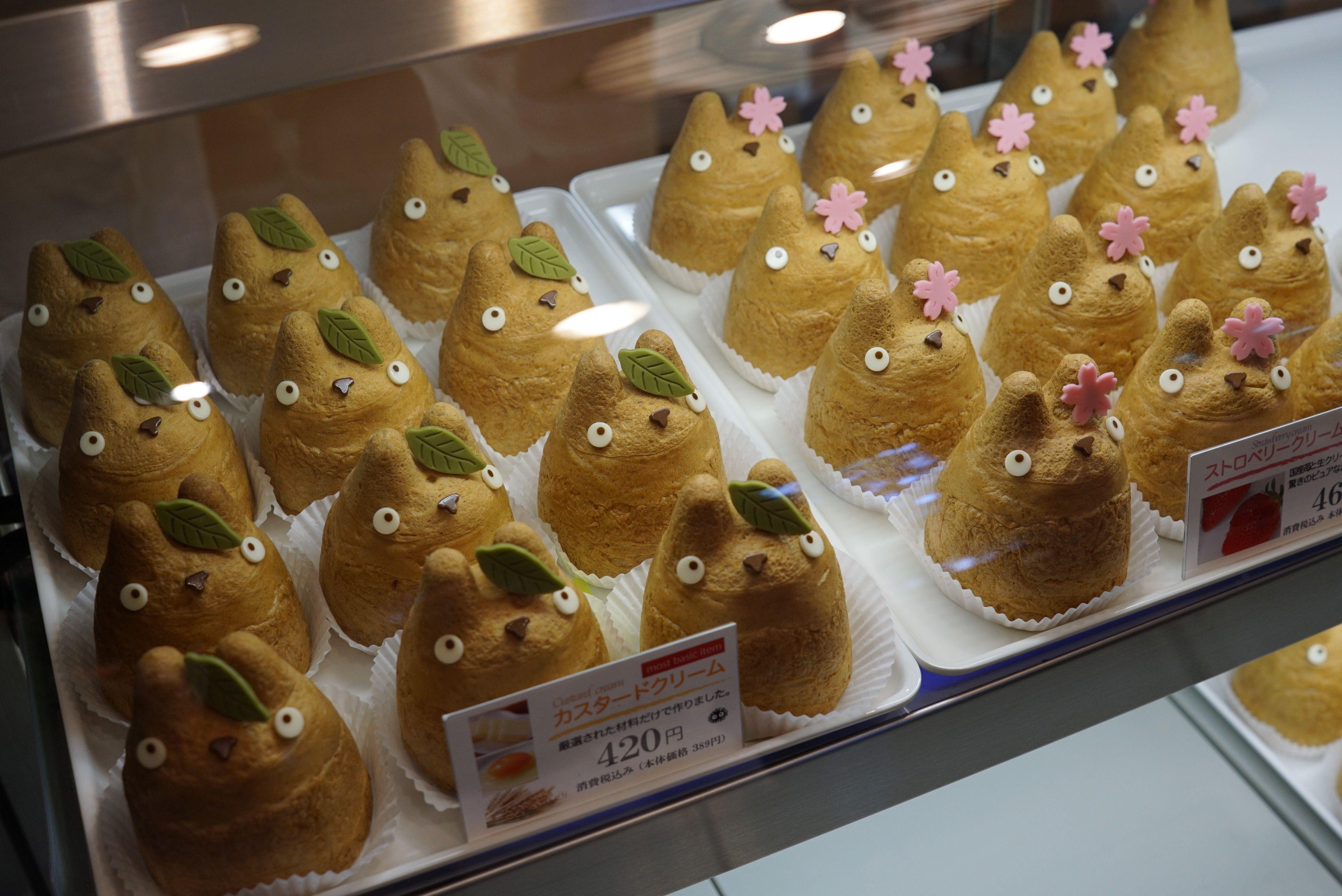 ร้าน Shirohige's Cream Puff Shop หรือที่ป้ายร้านชื่อ Tolo Coffee Bakery คาเฟ่น่ารักในโตเกียว ชูครีม totoro
