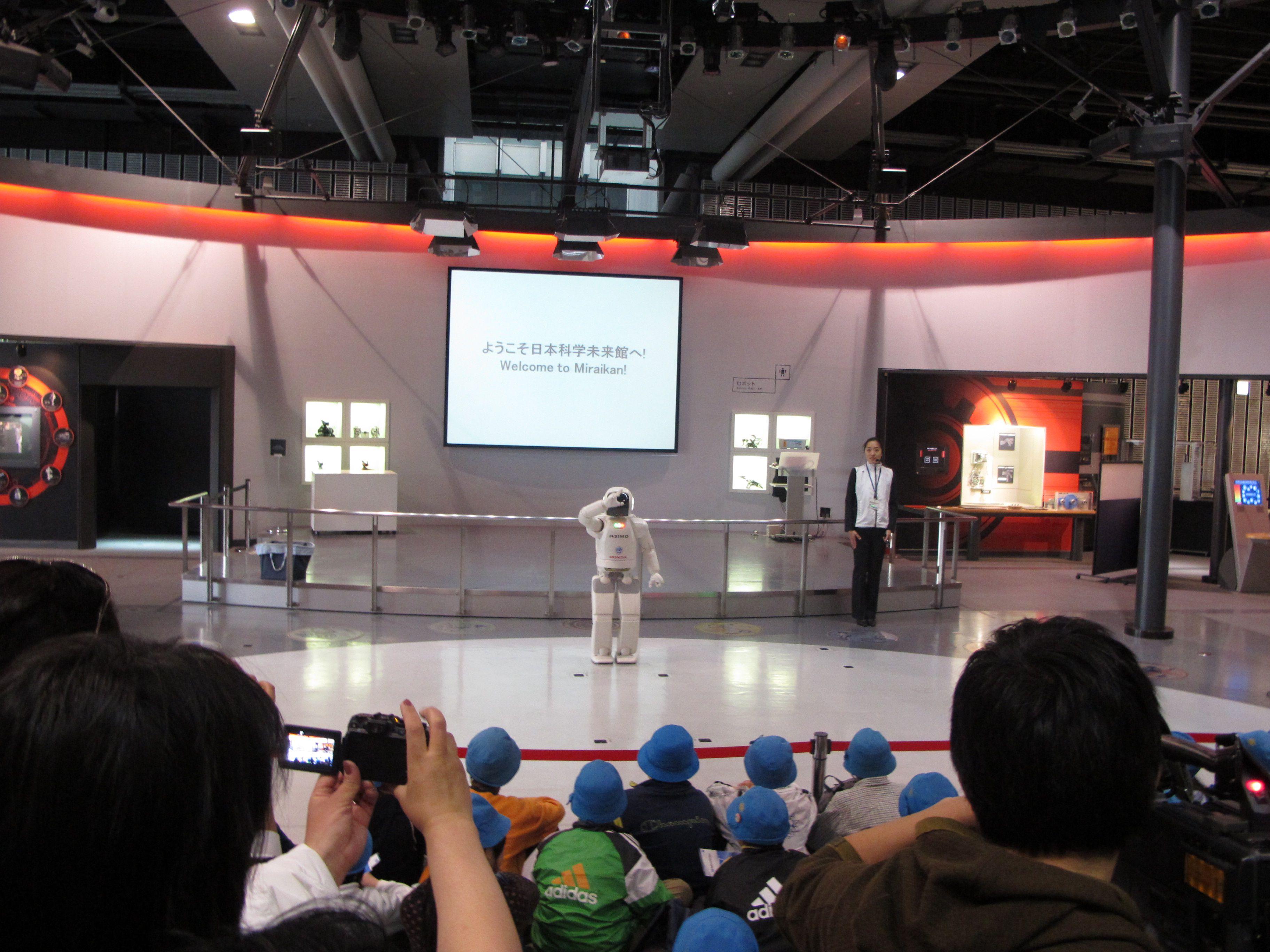 เจ้าหุ่นยนต์ ASIMO จาก HONDA ที่พิพิธภัณฑ์วิทยาศาสตร์ มิไรคัง (Miraikan)