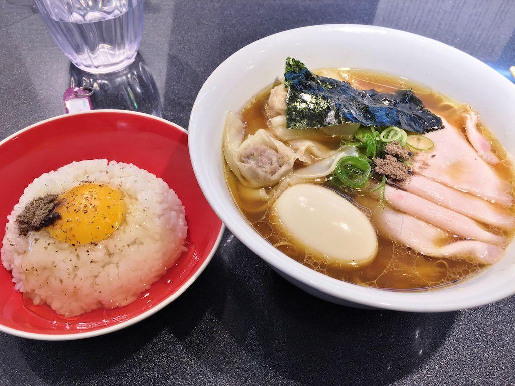 ทสึเคเมน (Tsukemen), หมูย่างกระเทียมต้น (Pork Leek), โอเด้งไข่ต้ม (Oden Ajitama), ข้าวหน้าชาชู (Rosumeshi) เมนูร้าน Japanese Soba Noodles Tsutaราเมนร้านแรกในญี่ปุ่นที่ได้รับดาวรางวัลมิชลิน (Michelin Star)