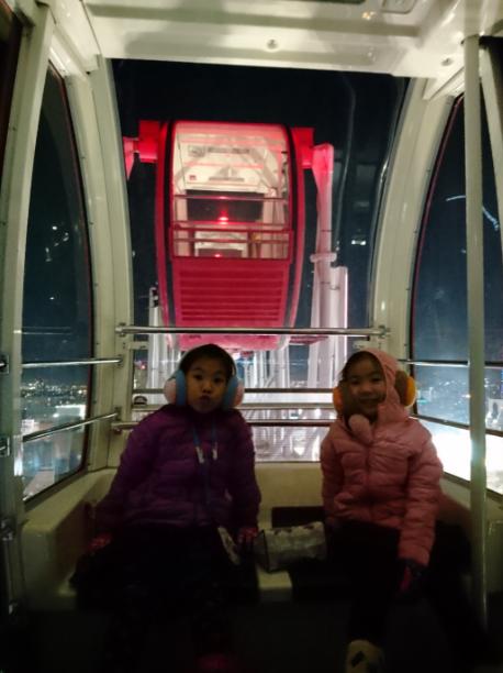 ชิงช้าสวรรค์ยักษ์ (Noria Ferris Wheel) ชิงช้าสวรรค์ที่ตั้งอยู่บนห้างสรรพสินค้า