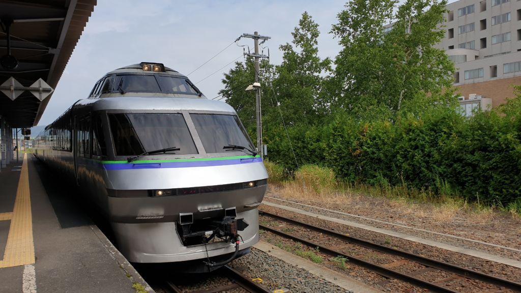 Furano Lavender Express เป็นรถไฟขบวนพิเศษของ JR