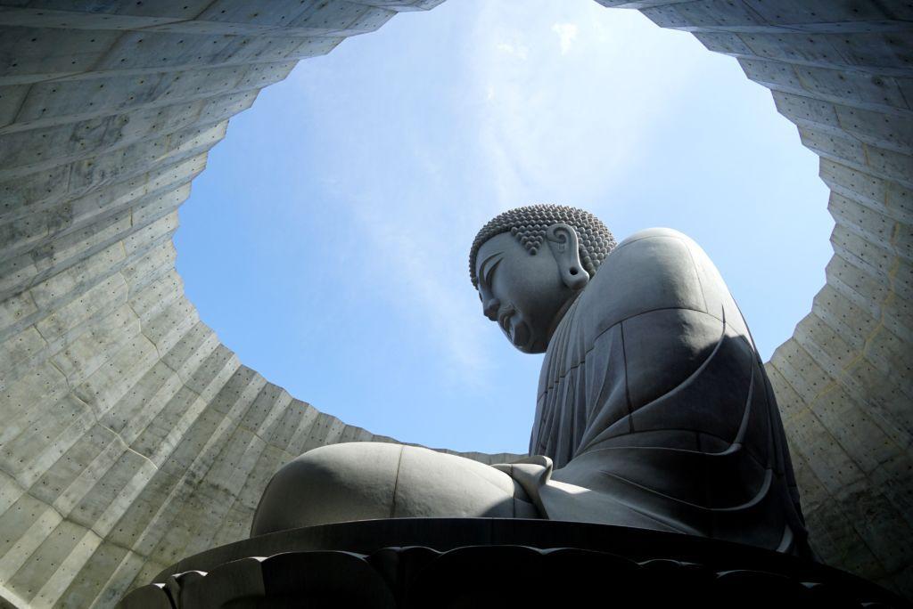 พาเที่ยวสุสาน ไหว้พระ ชมดอกลาเวนเดอร์ที่ Hill of the buddha