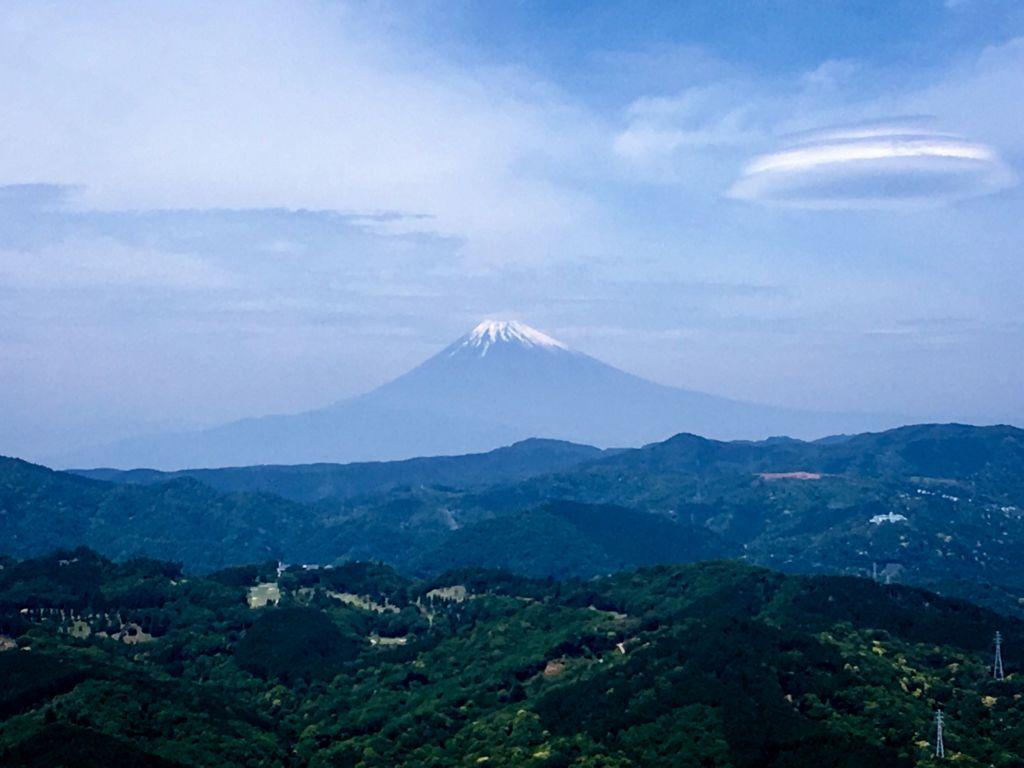 วิวภูเขาไฟฟูจิจากภูเขาโอมูโระ (Mt.Omuro) ในเมืองอิโต (Ito)