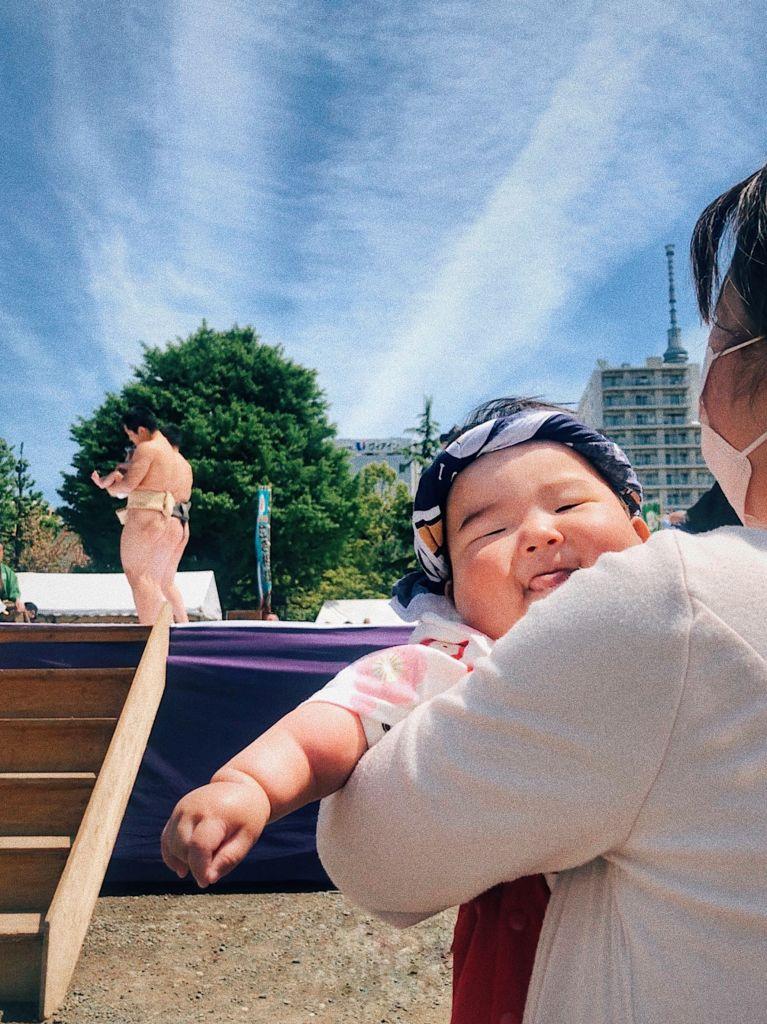 เมื่อคนญี่ปุ่นจับเด็กทารกมาแข่งซูโม่ ทำยังไงก็ได้ให้ร้องไห้!!!