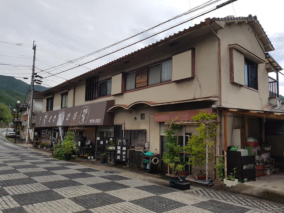 ร้านค้าบนถนนสายออนเซน เมืองฟุรุยุออนเซน จังหวัดซากะ