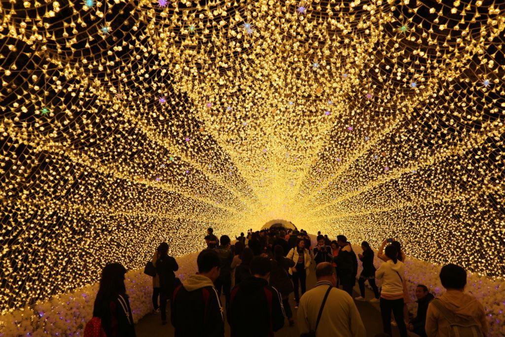 อุโมงค์แสงไฟที่สวนนาบะนะ ซาโตะ เมืองนาโกย่า ในภูมิภาคคันไซ