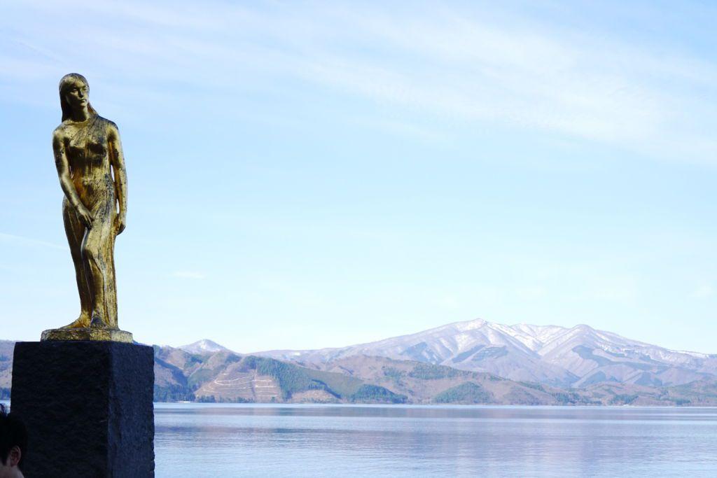 The Golden Tatsuko Statue ทะเลสาบ TAZAWAKO จังหวัดอากิตะ