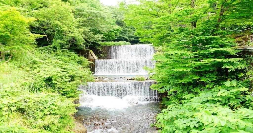 บรยากาศรอบๆโรงแรม Tsuchiyu Onsen จังหวัดFukushima มีน้ำตก