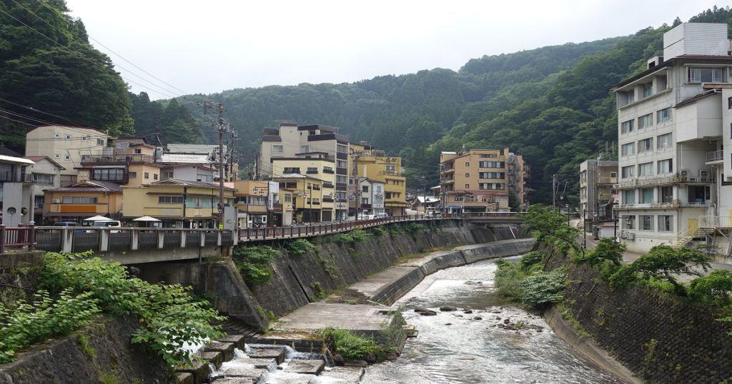แม่น้ำ Arakawa ไหลผ่านใจกลางเมือง