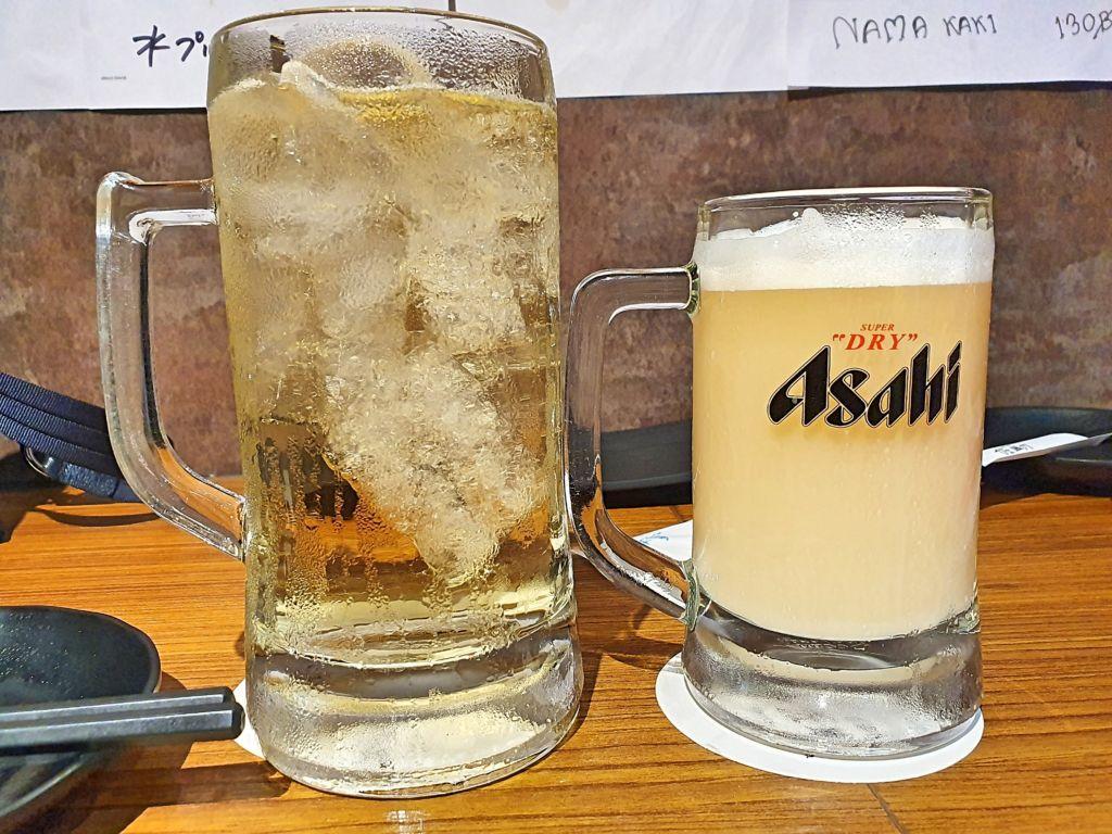 วิสกี้ผสมโซดาและเบียร์คาลพิส ร้าน Sasuke Izakaya @ BTS อุดมสุข