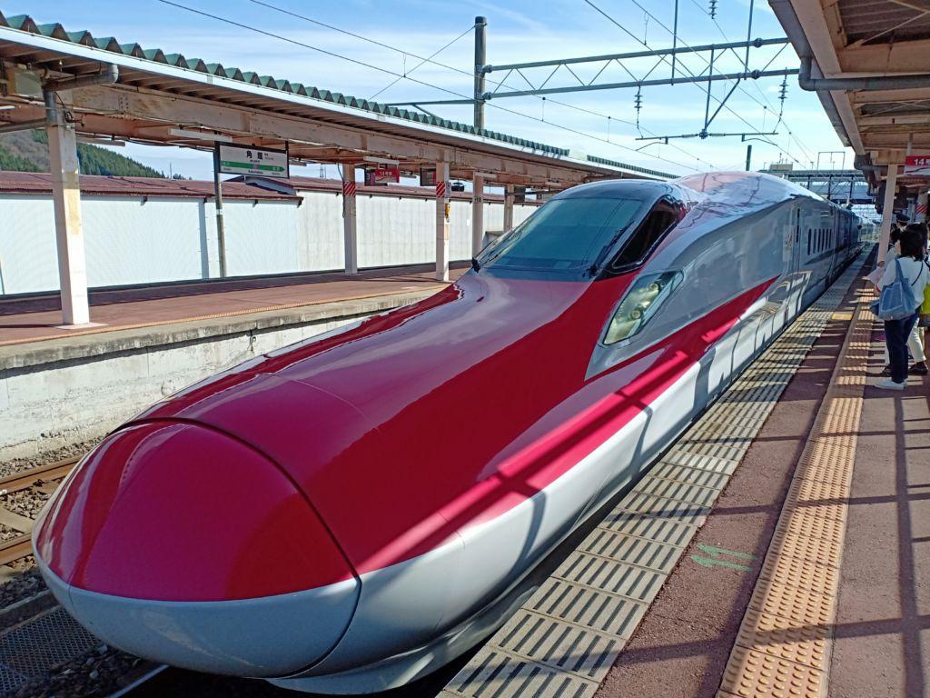 รถไฟชินคันเซน SHINKANSEN KOMACHI 16 ไปยังทาซาวาโกะ