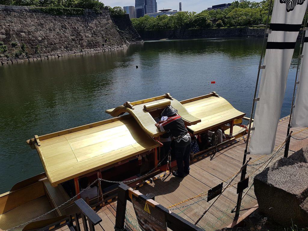 มาเช็คและจองเวลาเพื่อ ล่องเรือโกซะบุเนะ (Gozabune) รอบปราสาทโอซาก้า