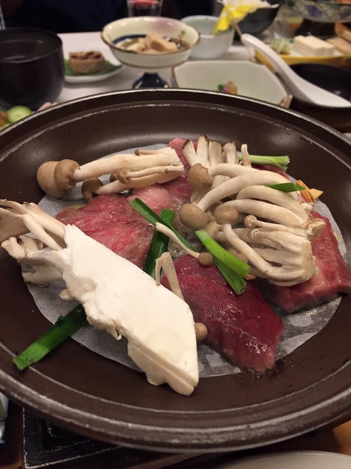 เนื้อฮิดะกิวย่างของเรียวกังชิราคาวาโกะ โนะ ยู (Shirakawago no Yu)