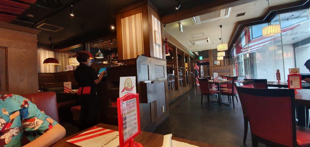 ร้านอาหารอเมริกัน T.G.I. Fridays ที่ Ueno Tokyo