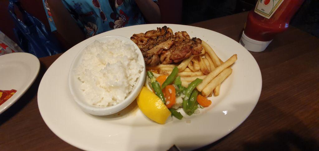 Grilled Chicken with Rice ร้านอาหารอเมริกัน T.G.I. Fridays ที่ Ueno Tokyo