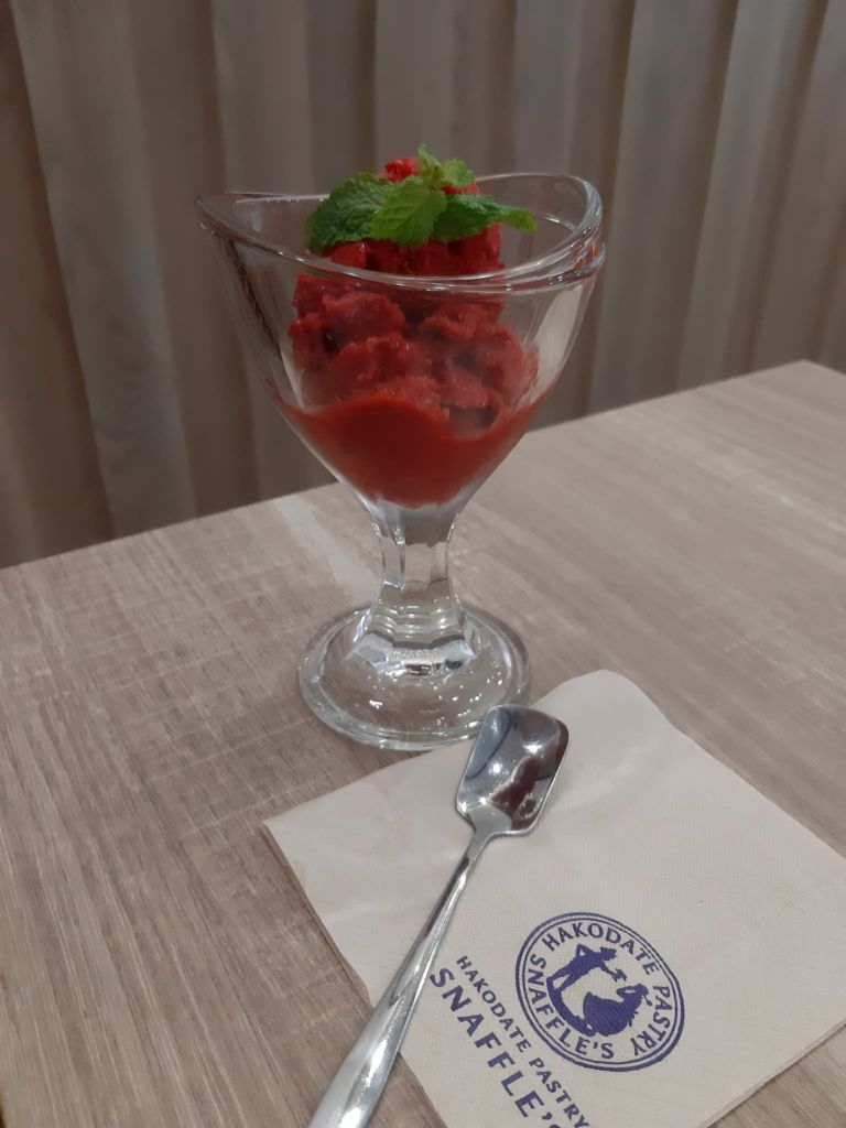 ไอศกรีมสตรอเบอร์รี่ เครปเค้ก ร้าน Snaffle's ที่ Siam Square One ชั้น 5