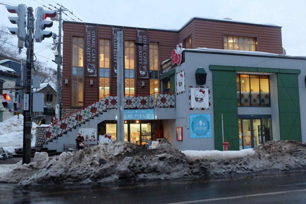 คาเฟ่ Hello Kitty ใกล้พิพิธภัณฑ์กล่องดนตรี Otaru Music Box Museum ฮอกไกโด