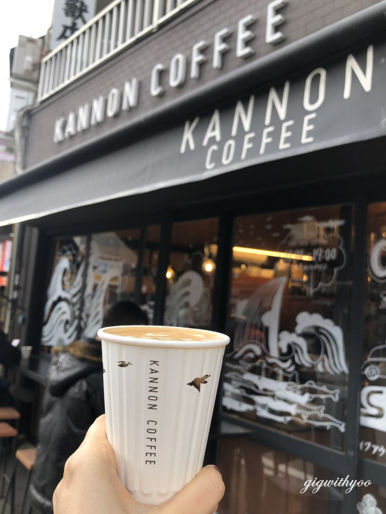 ลาเต้ร้อน ร้าน Kannon Coffee ย่าน Osu ใน Nagoya
