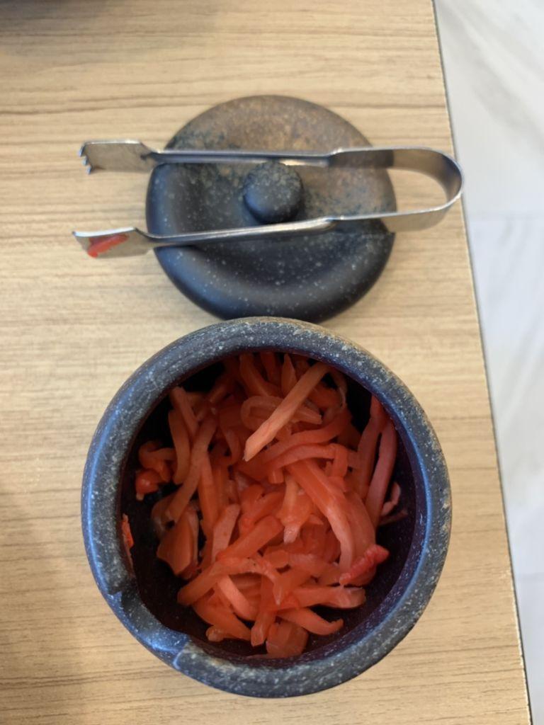 เครื่องเคียงผักดอง ร้าน Hinoya Curry