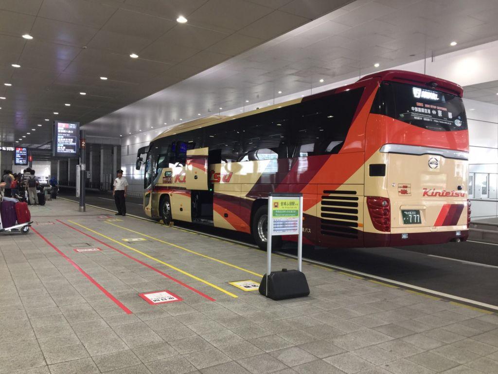 จุดรอขึ้นรถบัส Kintetsu Bus ด้านล่างสนามบิน Nagoya Chubu Centrair