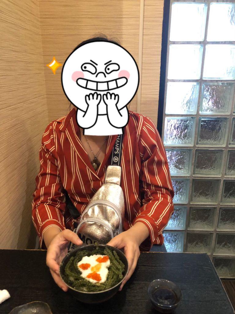ข้าวกับสาหร่ายพวงองุ่น ร้านอาหารบนถนน kokusai โอกินาว่า