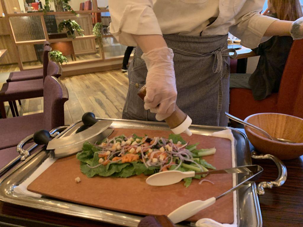 สลัดแซลมอนและมะกอก ORGALI ร้านดังกับอาหารอิตาเลียนสไตล์ญี่ปุ่น เมืองซัปโปโร