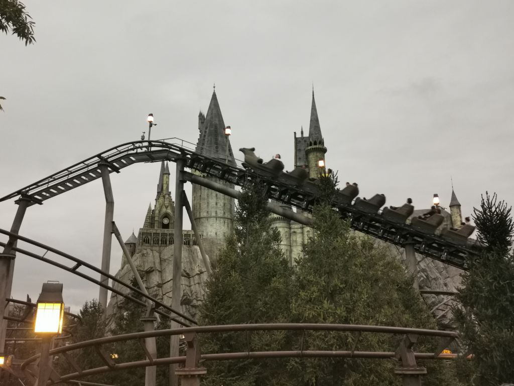 เครื่องเล่น Flight of the Hippogriff ที่ Universal Studios Japan