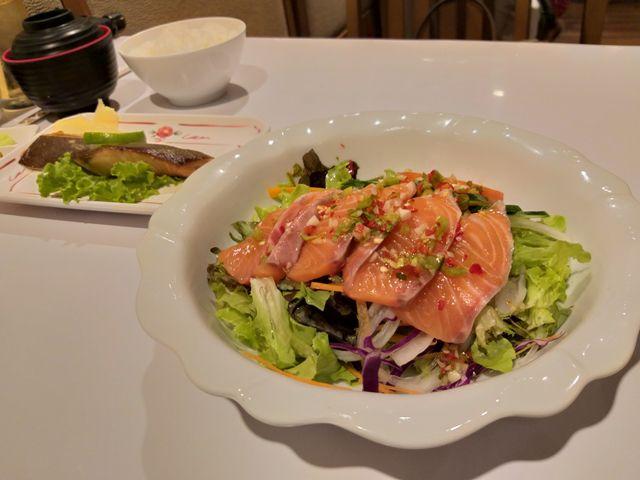 ยำแซลม่อนดิบ The Japan Restaurant อาคารสาทรธานี