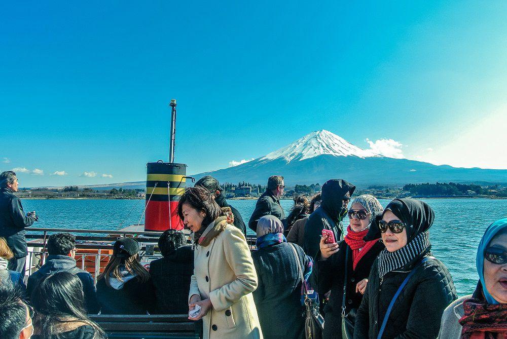 นั่งเรือชมทะเลสาบคาวากุจิโกะ และชมวิวภูเขาไฟฟูจิ
