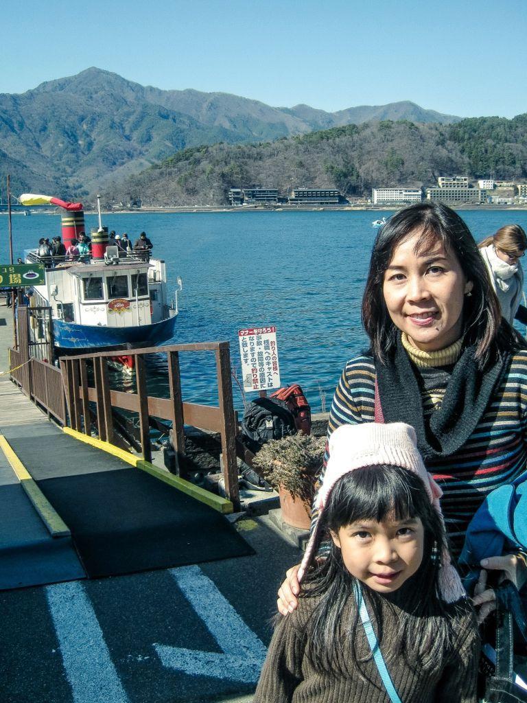 นั่งเรือชมทะเลสาบคาวากุจิโกะ