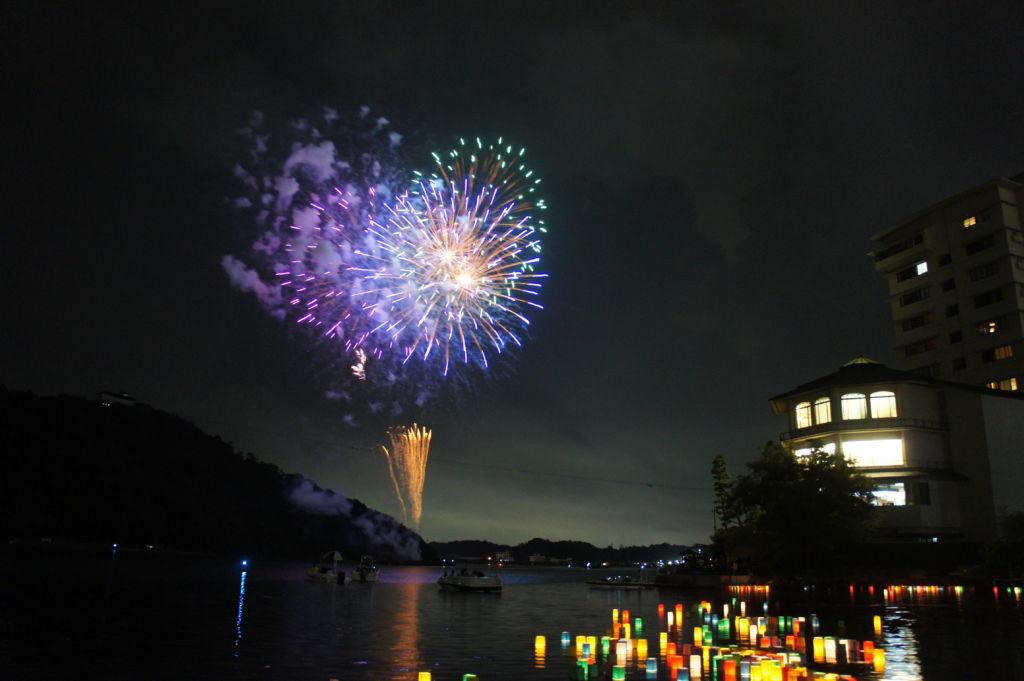 เทศกาลดอกไม้ไฟและโคมลอยที่ฮามามัตสึ