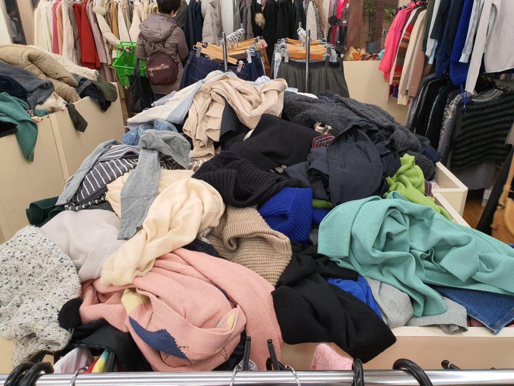 แหล่งช็อปปิ้งเสื้อผ้ามือสองราคาถูก แบรนด์เนม ที่ตึก Komehyo นาโกย่า