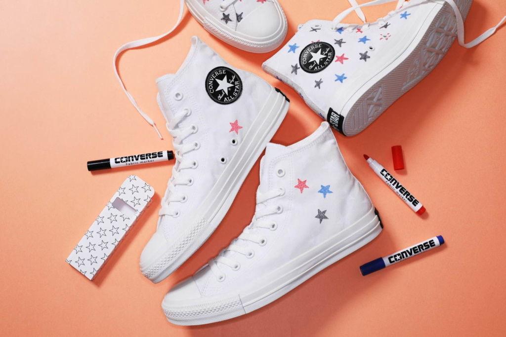 """รองเท้า Converse """"All Star"""" ที่สามารถแต่งแต้มสีสันให้กับดาวของคุณได้ ด้วยปากกาเรืองแสง 3 สี"""