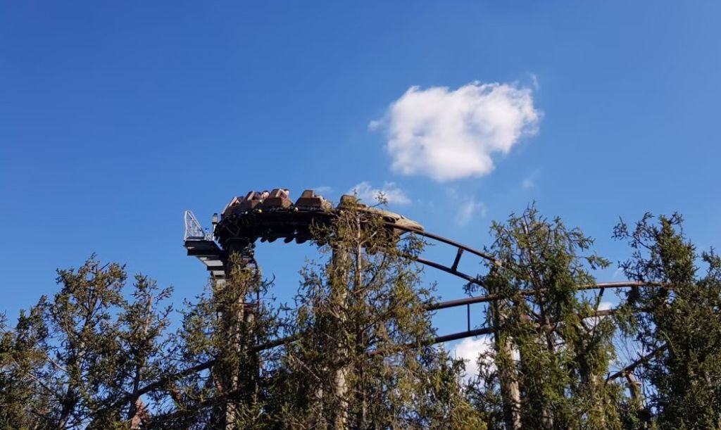Flight of the Hippogriff คือ รถไฟเหาะ