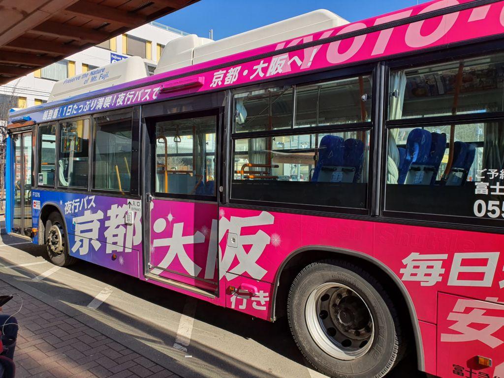 การเดินทางไปOshino Hakkai หรือหมู่บ้านน้ำใส