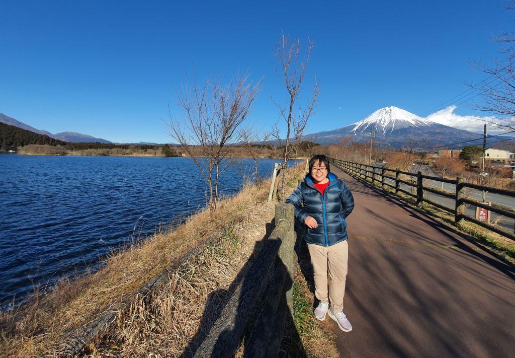 ทะเลสาบทานูกิ (Lake Tanuki) เป็นทะเลสาบใกล้กับภูเขาไฟฟูจิ