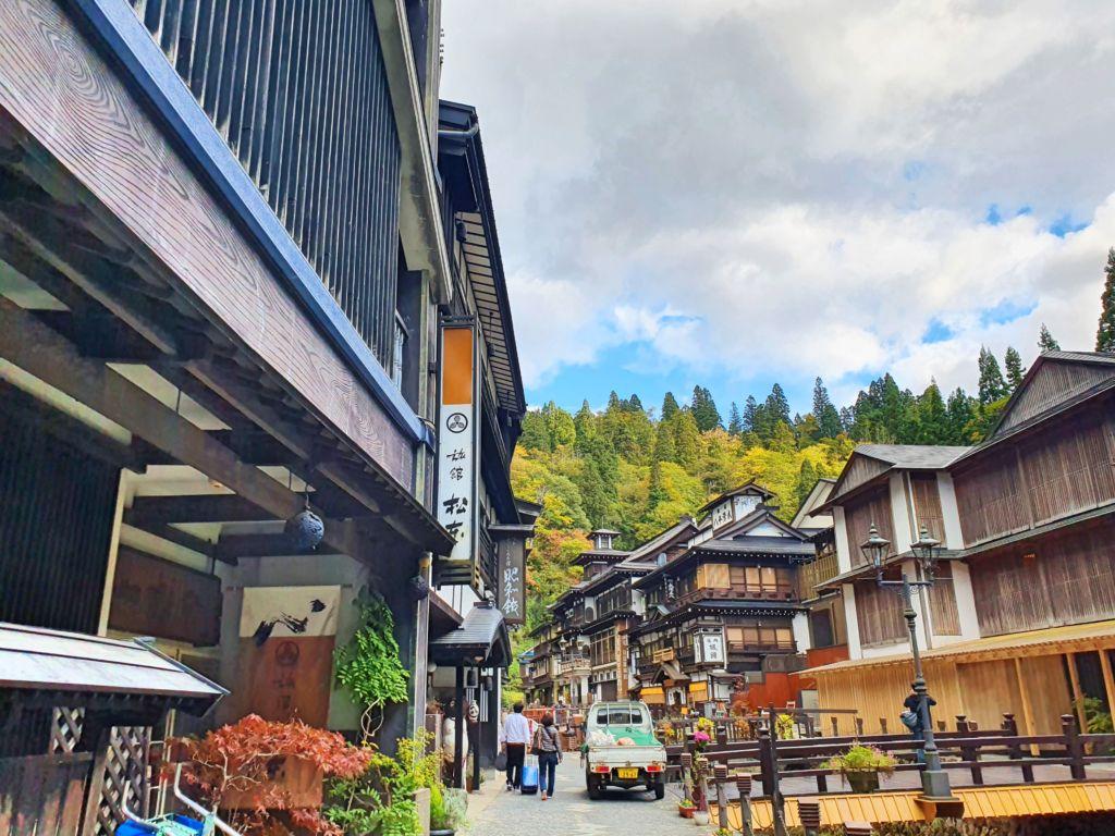 หมู่บ้านโบราณ Ginzan Onsen ในจังหวัดยามากาตะ(Yamagata)