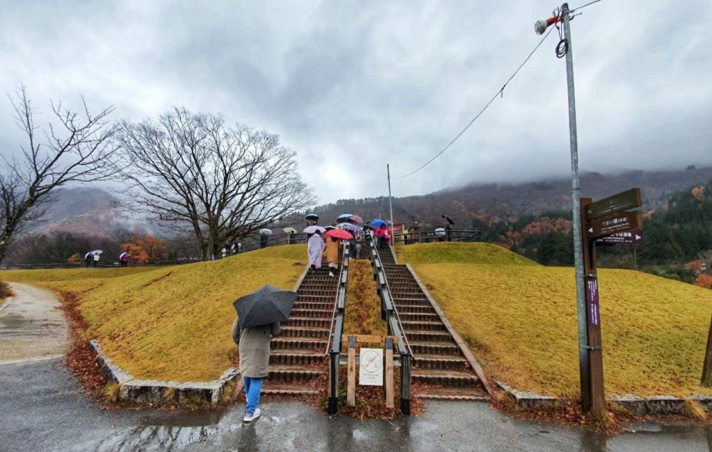 การเดินทางไปหมู่บ้านชิราคาวาโกะ (Shirakawa-go) ที่ Gifu